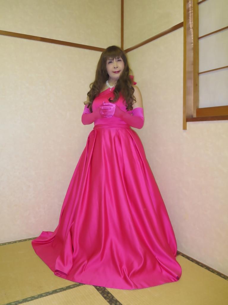 フクシア色ドレス控室(5)