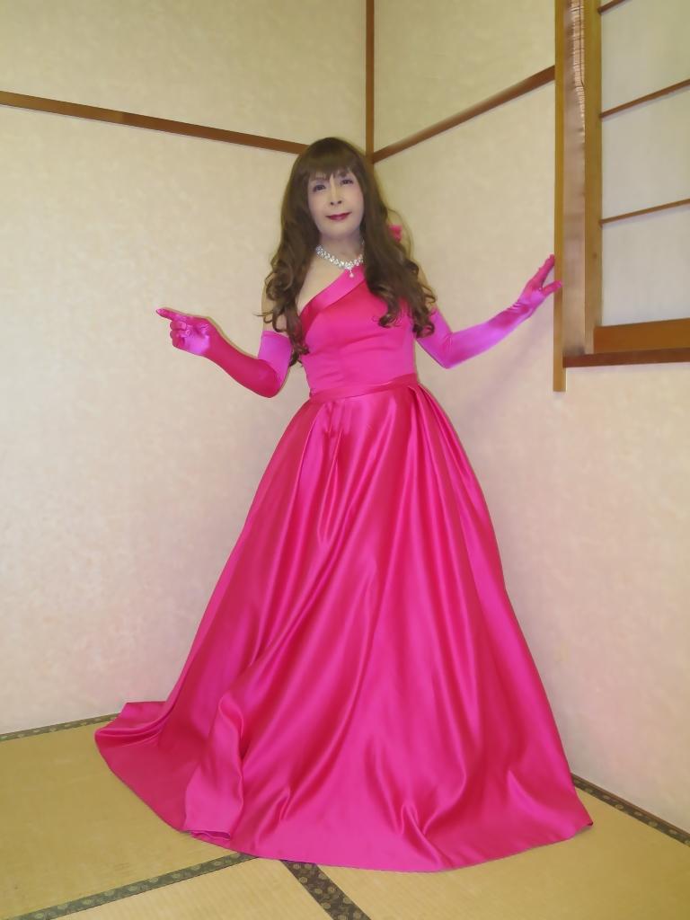 フクシア色ドレス控室(6)