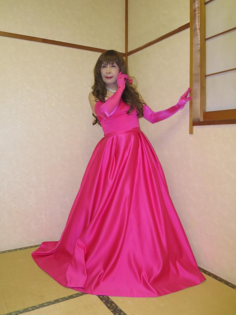 フクシア色ドレス控室(7)
