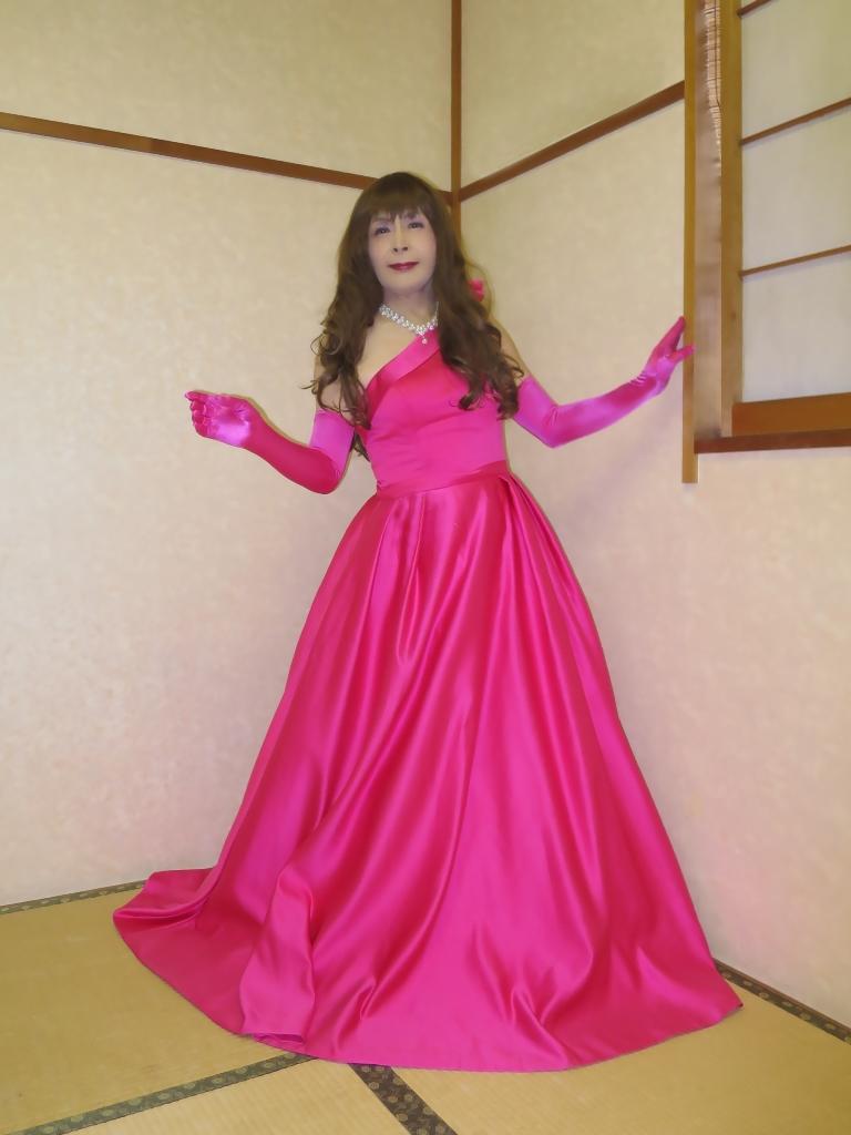 フクシア色ドレス控室(8)