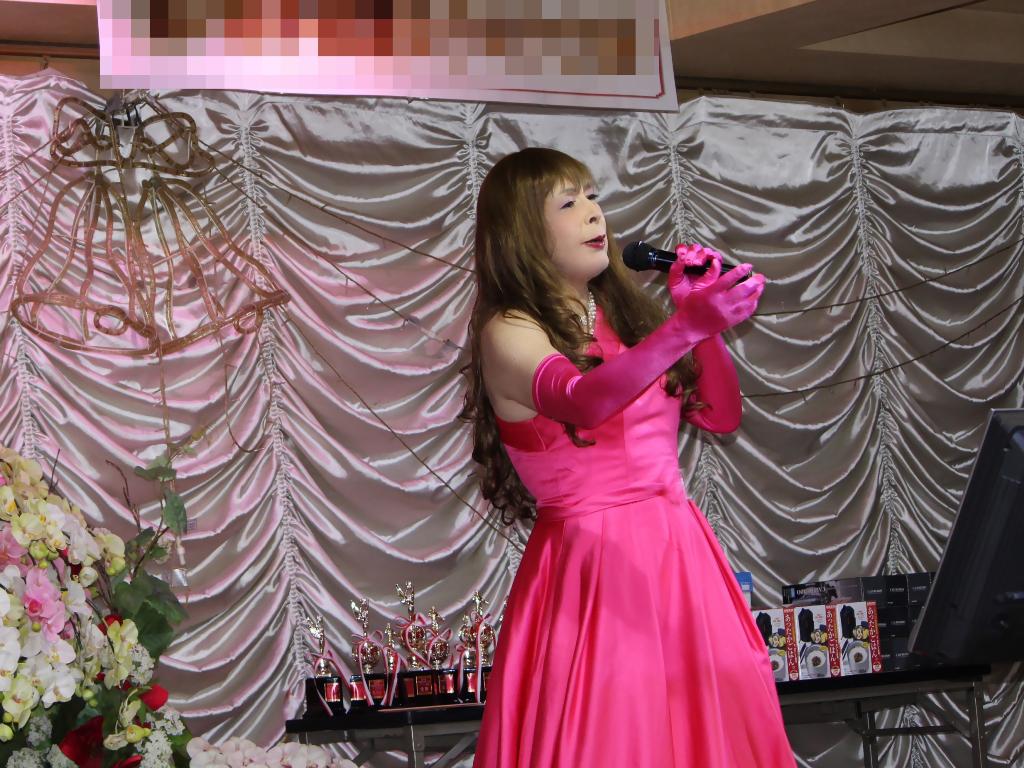 フクシアカラードレス舞台(1)