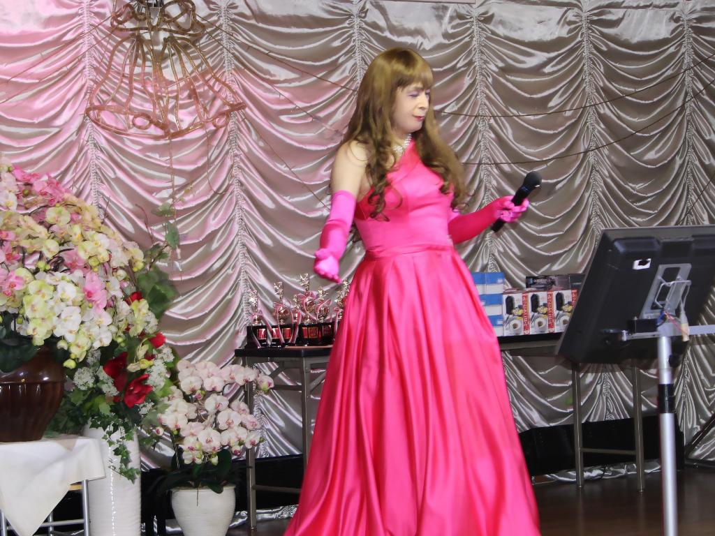 フクシアカラードレス舞台(3)