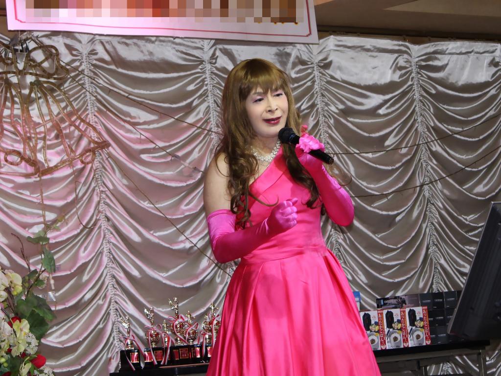 フクシアカラードレス舞台(2)