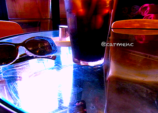 夏の終アイスコーヒーとサングラスとサンダルと