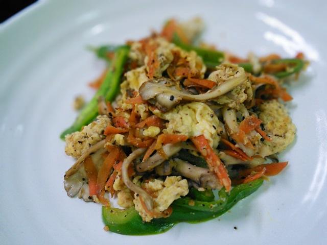 17舞茸とピーマンの炒り卵ガーリック炒め