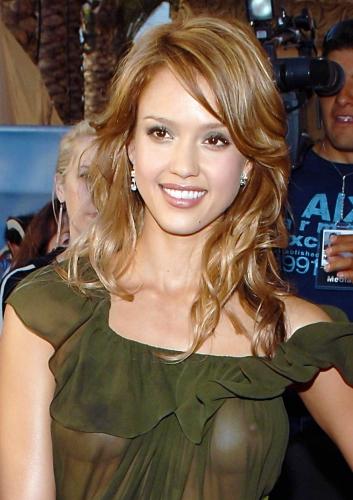 Jessica-Alba-nipple-sp270904 (0)