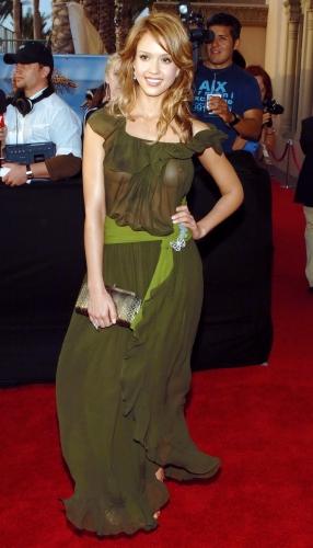 Jessica-Alba-nipple-sp270904 (2)