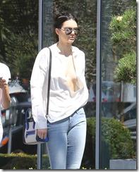 Kendall-Jenner-270819 (9)