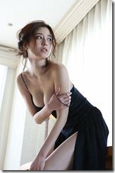 【エロ画像】杉本有美のオッパイがこぼれそうなセクシーグラビア画像www