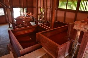階段状の水槽