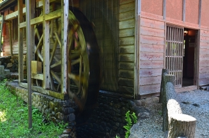 碾臼室の水車