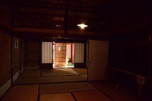 1階の座敷とからくり戸