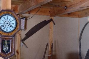 牛小屋の中のツバメ