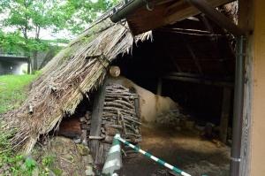 たたら工房の傍の炭焼き小屋