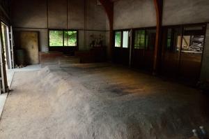 古代たたら工房内部