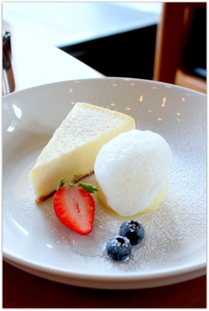 青森県 弘前市 弘前市民会館 喫茶室 バトン チーズケーキ グルメ スィーツ