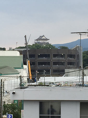 駅から見える小田原城_H27.09.22撮影