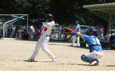 P82304473回裏Le.visage1死三塁から6番岩間が左越え二塁打を放ち1点追加