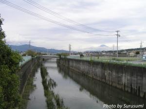 放水路と富士