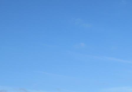 どこまでも青い空