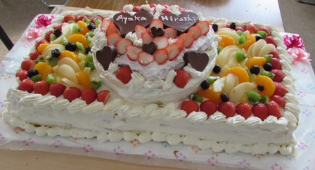 制作途中の3段ケーキ