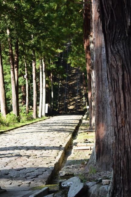 久遠寺への参道