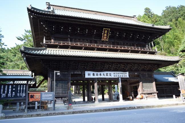 久遠寺 門