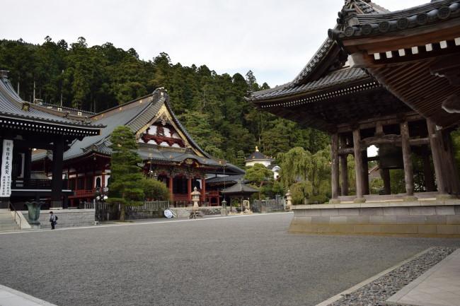 久遠寺 境内