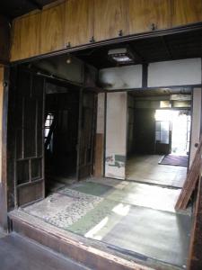 ガタガタの室内