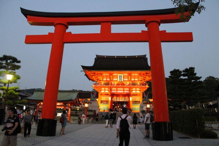 42伏見稲荷神社
