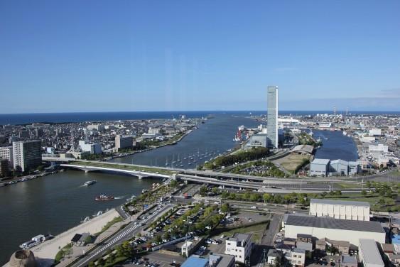 信濃川河口と日本海