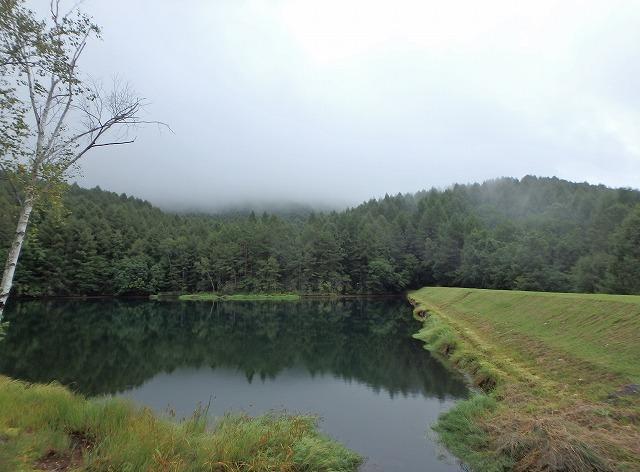 20150830御射鹿池の落水開始 (1)