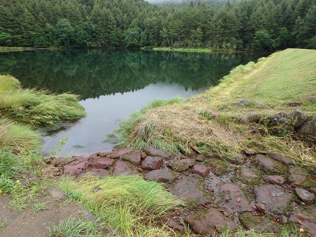 20150830御射鹿池の落水開始 (7)