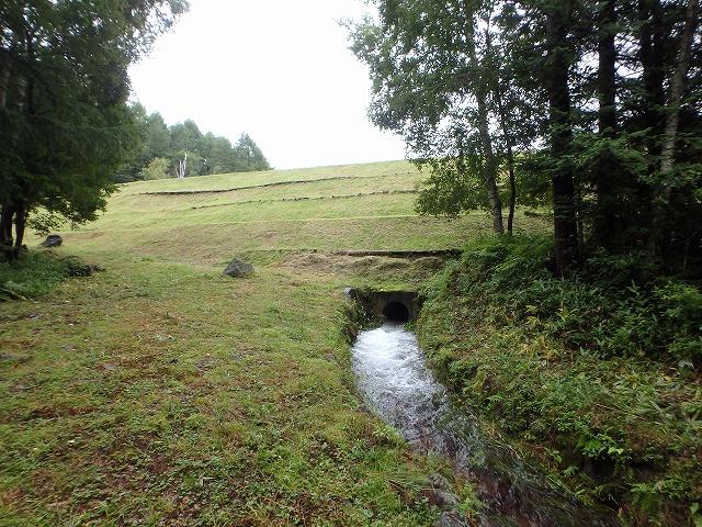 20150830御射鹿池の落水開始 (10)