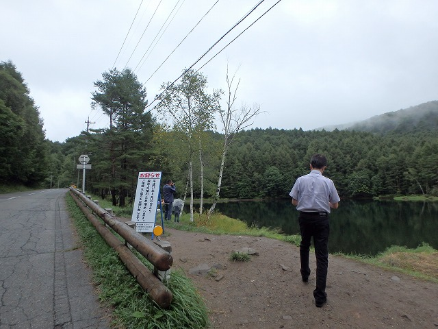 20150830御射鹿池の落水開始 (15)