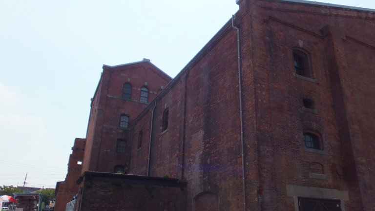 赤レンガ建物
