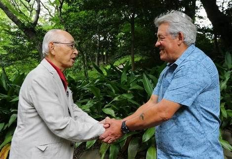 黒瀬宗義さん(左)とデービッド・ヒンキンズさん(470x323)