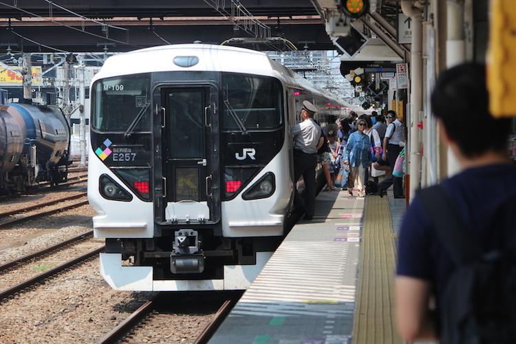 E257系かいじ 八王子駅にて