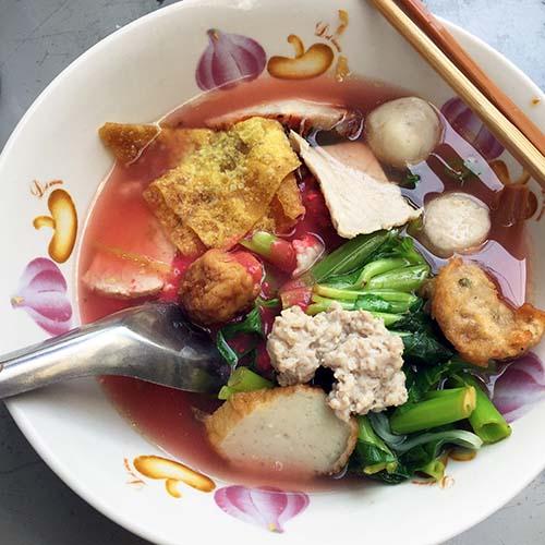 カゴと麺と猫03