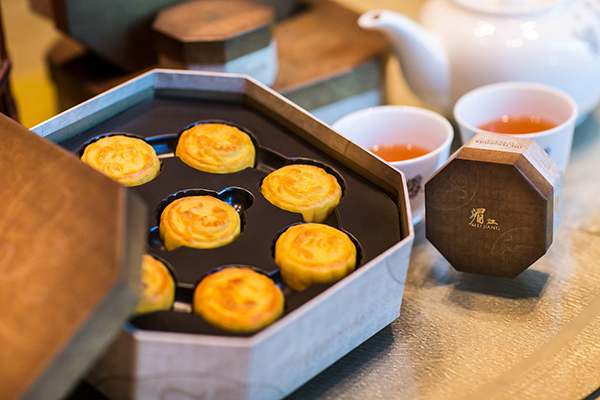 The Peninsulas Legendary Egg Custard Mooncakes 1