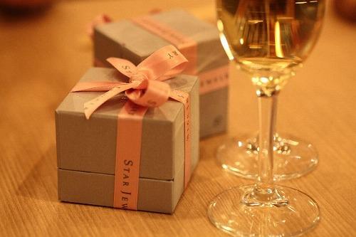 記念日 シャンパンとジュエリーボックス