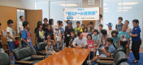 市長執務室で記念写真A