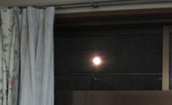 天窓 明け方の月