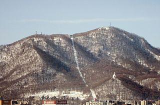 320px-Moiwa_Mountain_in_Sapporo_in_2009.jpg