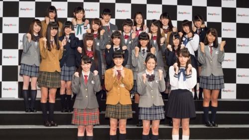 """「乃木坂46」の""""妹分"""" 結成当日にチーム名が「鳥居坂46」から「欅坂46(けやきざか)」に変更 第1期生22人も驚き1"""