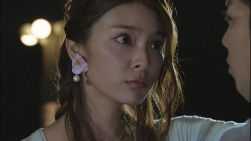 元AKB48秋元才加とピース綾部祐二の壁ドン&キスに驚きの声2