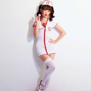 "【AKB48】小嶋陽菜、無敵の""セクシーナース""コスプレ披露 「絶対領域をチラ見せ」"