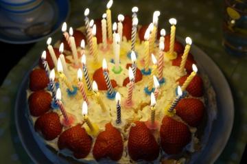 birthday-cake-757103_640_convert_20150911084206.jpg