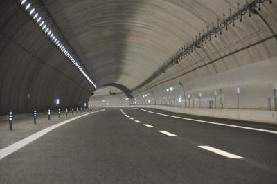 セラミックメタルハライドランプのトンネル