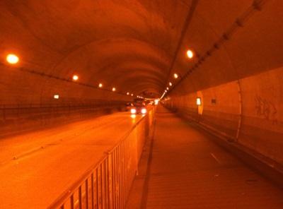 トンネル内の画像1
